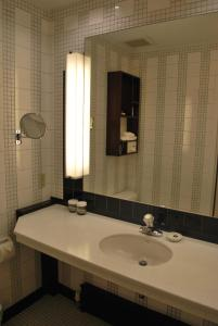 A bathroom at Washington Square Hotel