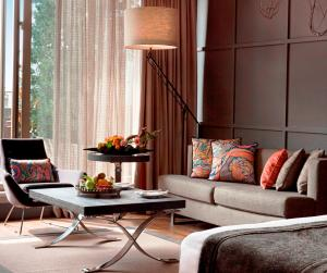 A seating area at Sofa Hotel Istanbul, Autograph Collection