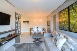 A seating area at Centro de Canela Apartamento Lindo