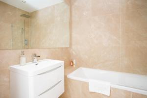 Salle de bains dans l'établissement New Paddington Apartment Next to Hyde Park