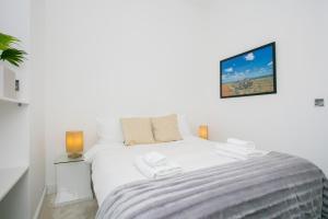Un ou plusieurs lits dans un hébergement de l'établissement New Paddington Apartment Next to Hyde Park