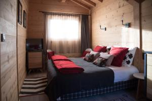 A bed or beds in a room at Chalet 4M Les Carroz et son Spa