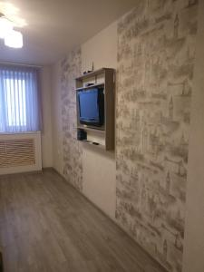 A television and/or entertainment center at Apartment on Posyetskaya 13