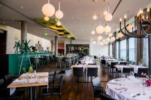Ein Restaurant oder anderes Speiselokal in der Unterkunft Belvoir Swiss Quality Hotel