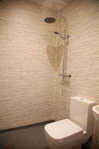 A bathroom at London City Airport Hotel