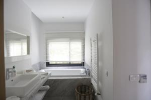 A bathroom at Villa BELYA