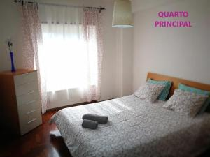 A bed or beds in a room at Lisbon Odivelas Apartment