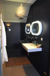 A bathroom at Wellness Caracol