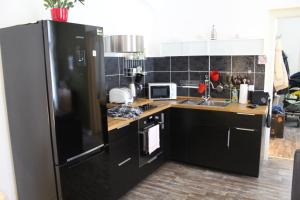 A kitchen or kitchenette at Olive Tree City Apartment