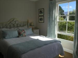 A bed or beds in a room at Banks House Akaroa