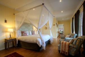 A bed or beds in a room at Camp Figtree