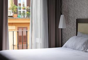 A bed or beds in a room at c-hotels Fiume