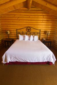 A bed or beds in a room at Cody Cowboy Village