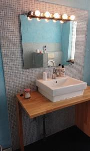 A bathroom at Logies Zen aan Zee