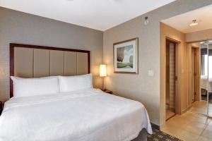 A bed or beds in a room at Homewood Suites by Hilton Toronto-Oakville