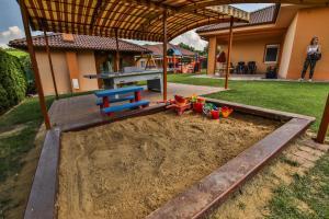 Herní místnost nebo prostor pro děti v ubytování Villa Gracia Podhájska