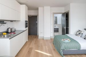 A kitchen or kitchenette at Regents North London Apartments