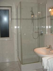 A bathroom at Wald-Café Hotel-Restaurant