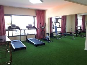 The fitness center and/or fitness facilities at Top Hotel Apartments