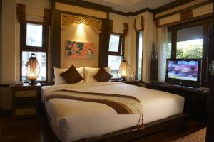 A bed or beds in a room at Salad Buri Resort