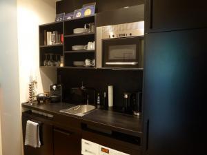 A kitchen or kitchenette at Apartments Am Friedrichshain
