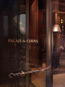 A bathroom at Palais de Chine Hotel