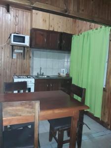 Una cocina o kitchenette en Cabañas Los Timbó