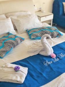 A bed or beds in a room at Sur La Mer Hotel Ashdod