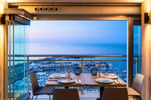 A restaurant or other place to eat at Hotel Alicante Gran Sol, affiliated by Meliá