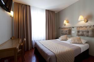 Cama ou camas em um quarto em Cosmotel Hotel