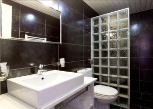 Um banheiro em Cosmotel Hotel