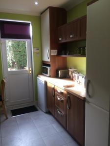 A kitchen or kitchenette at Ballantrae B&B