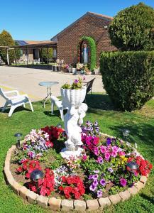 A garden outside Maria Motel