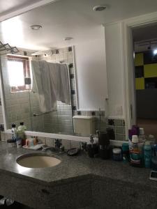 A bathroom at Flat Jatiúca Suítes Resort