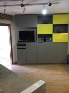 A kitchen or kitchenette at Flat Jatiúca Suítes Resort