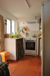 A kitchen or kitchenette at Casa típica alentejana