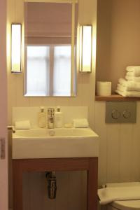 A bathroom at Fox and Grapes