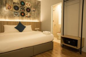 A bed or beds in a room at HOTEL CIQ, JALAN TRUS