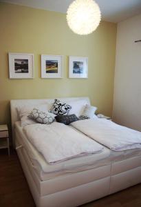 Een bed of bedden in een kamer bij dostupný soukromý byt v Praze