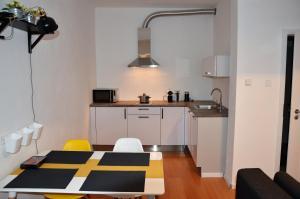 Een keuken of kitchenette bij dostupný soukromý byt v Praze