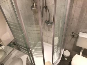A bathroom at Bei Markos