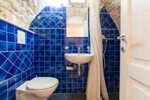 Ein Badezimmer in der Unterkunft White House Flats & Studios