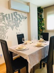 Un restaurante o sitio para comer en Apartamento Malagueta
