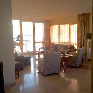 A seating area at Port Scaldis Apartment