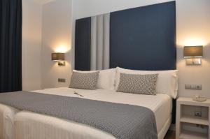 A bed or beds in a room at Sercotel Hotel Selu