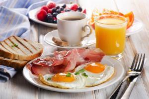 Завтрак для гостей Hilton Promenade Branson Landing