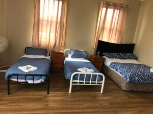 A bed or beds in a room at The courthouse hotel