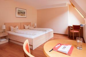 Кровать или кровати в номере Caritas Tagungszentrum