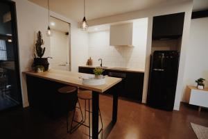 A kitchen or kitchenette at THE WAREHOUSE APARTMENTS