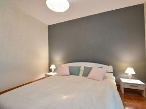 A bed or beds in a room at Luxurious Holiday Home in Domme with Swimming Pool
